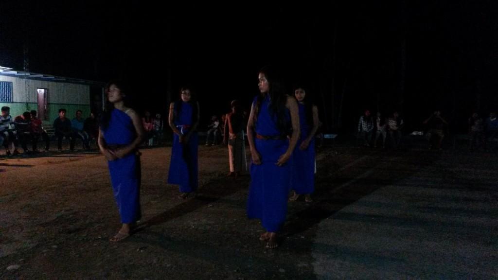 Tanec s tradičným šuarským krojom